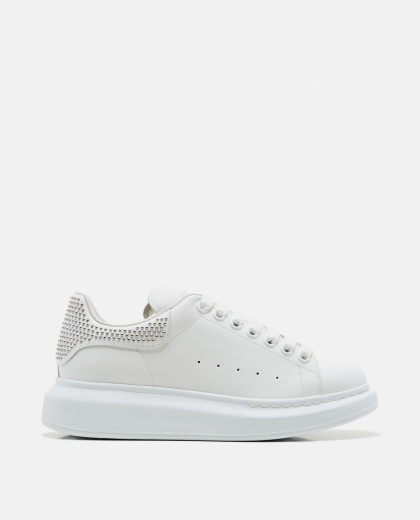 Oversized sneakers with tuds