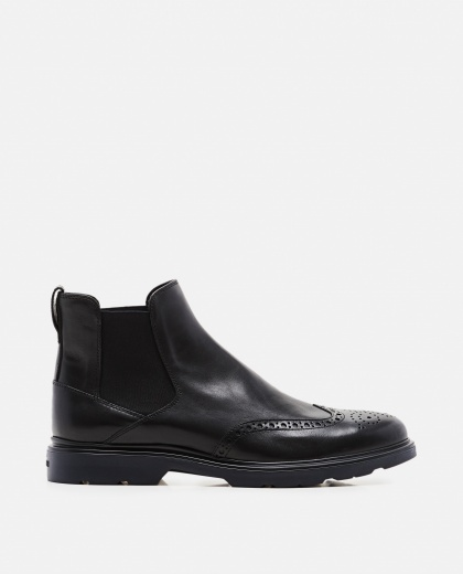 Shiny leather ankle boot